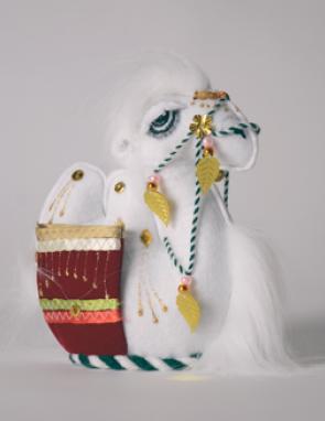 Верблюд средний из войлока с карманами