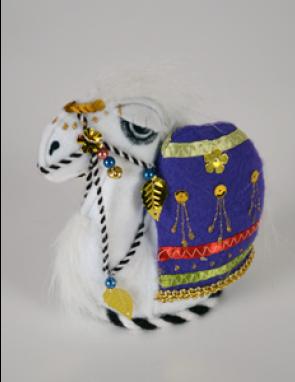 Верблюжонок из войлока с попоной